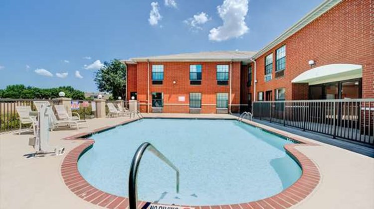 Days Inn Dallas Plano Pool