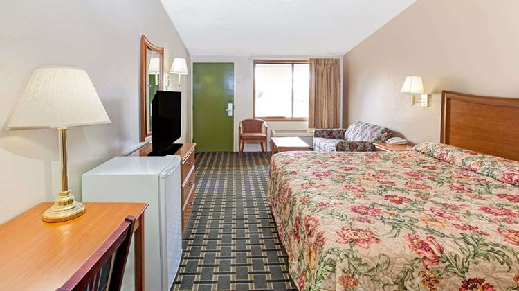 Knights Inn Cartersville Suite