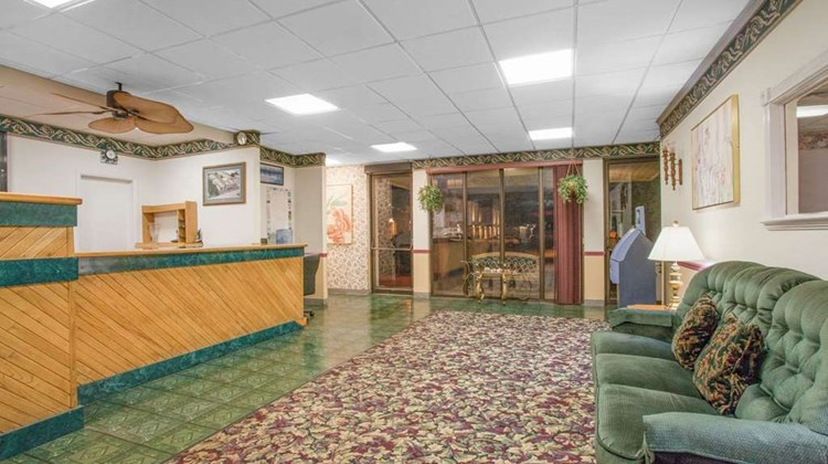 Super 8 Carlisle North Lobby