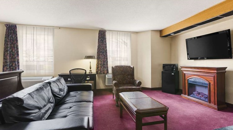 Travelodge Brockville Suite