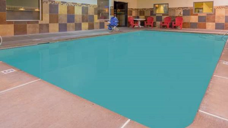 Super 8 Woodburn Pool