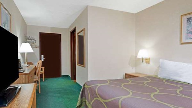 Super 8 Kenmore/Niagara Falls Area Room