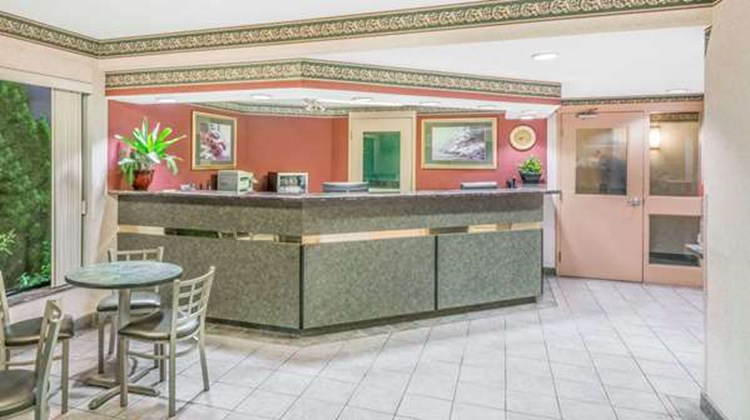 Super 8 Windsor Lobby