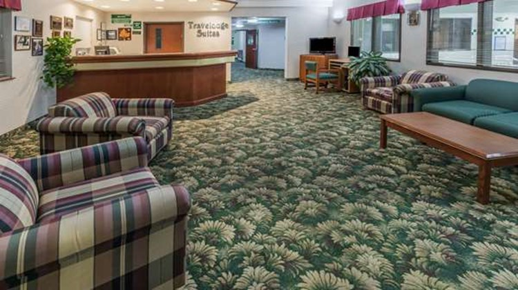Newberg Travelodge Suites Lobby