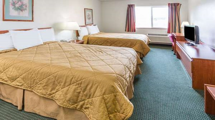 Newberg Travelodge Suites Room
