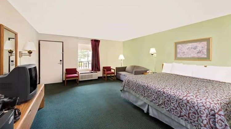 Days Inn Cleveland TN Suite