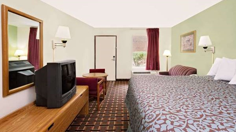 Days Inn Cleveland TN Room