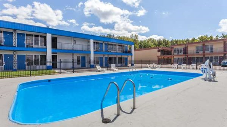 Days Inn Seymour Pool