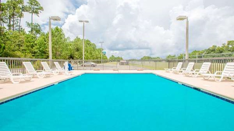 Super 8 Diberville Biloxi Area Pool
