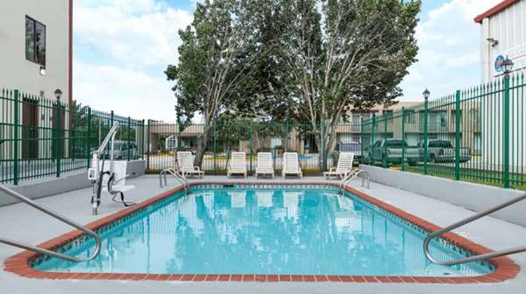 Days Inn LaPlace- New Orleans Pool