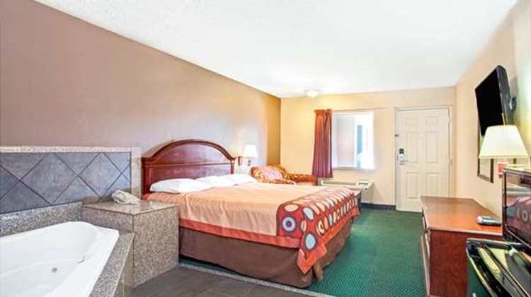 Super 8 Richland/Jackson Area Room