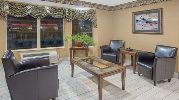 Days Inn & Suites Pine Bluff Lobby