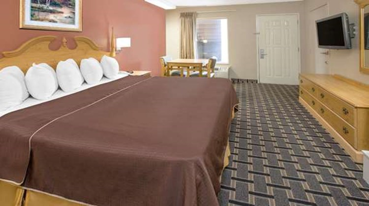 Days Inn & Suites Pine Bluff Room