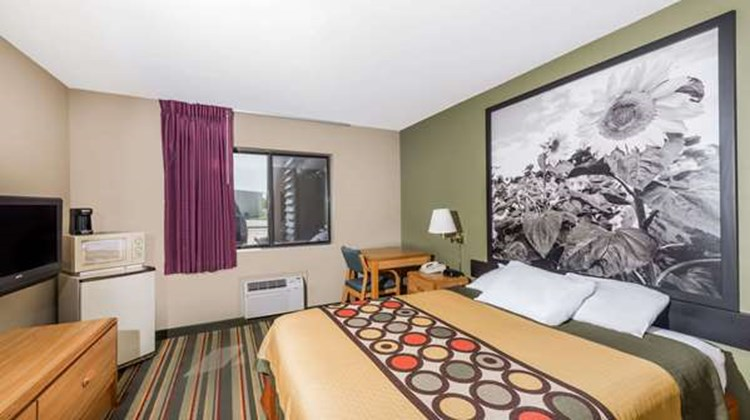 Super 8 Chanute Room
