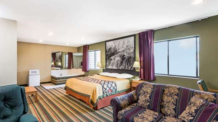 Super 8 Chanute Suite