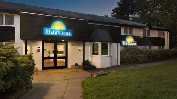 Days Inn Fleet M3 Exterior