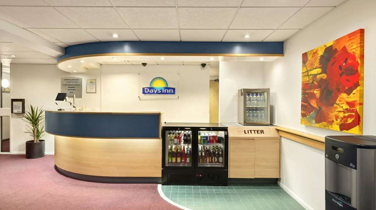 Days Inn Fleet M3 Lobby