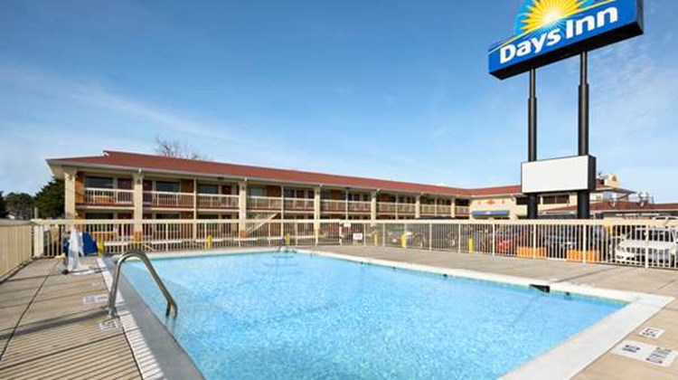 Days Inn Jacksonville NC Pool