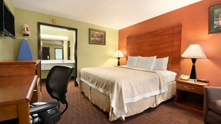 Days Inn Jacksonville NC Room
