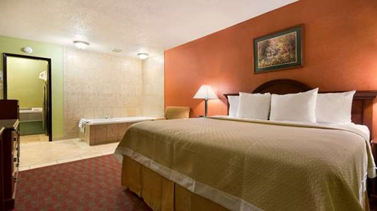 Days Inn Jacksonville NC Suite