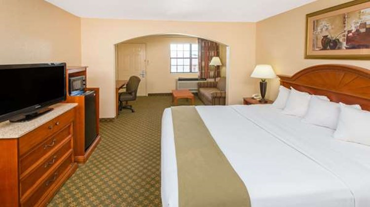 Days Inn Lonoke Suite
