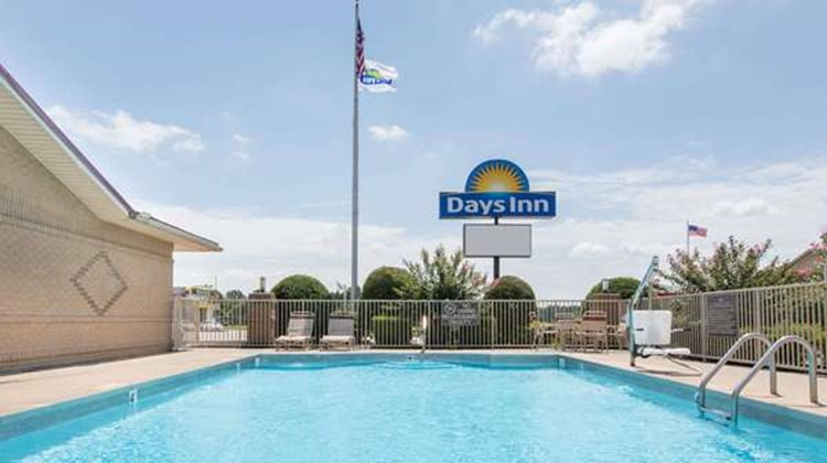 Days Inn Lonoke Pool