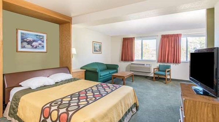 Super 8 West Middlesex/Sharon Area Suite