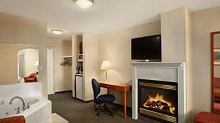Days Inn Edmonton South Suite