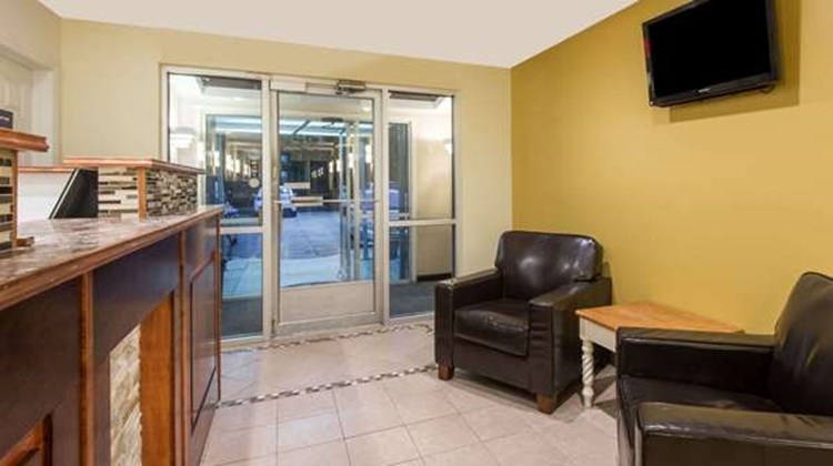 Days Inn & Suites Groton Lobby