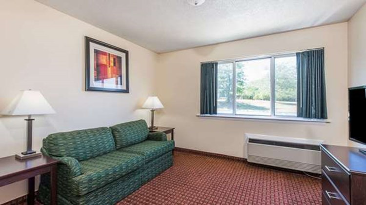 Days Inn & Suites Groton Room