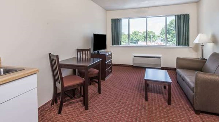 Days Inn & Suites Groton Suite
