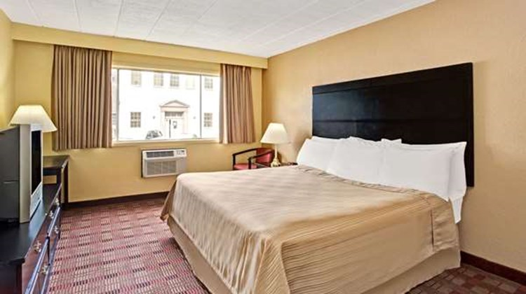 Howard Johnson Pikesville Room