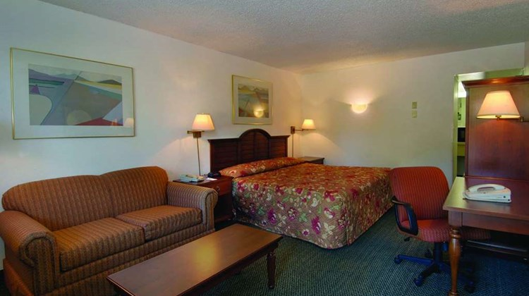 Howard Johnson Bethel Suite