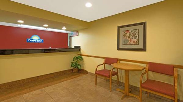 Days Inn Cameron Lobby