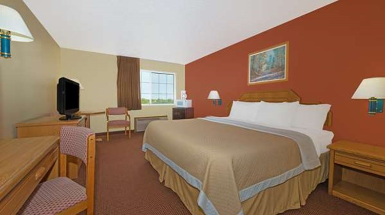 Days Inn Cameron Room