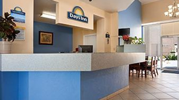 Days Inn & Suites Tucson Lobby