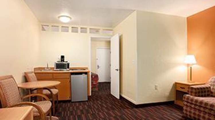 Days Inn & Suites Tucson Suite