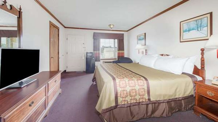 Days Inn Monett Room
