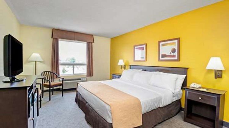 Super 8 Barrie Room