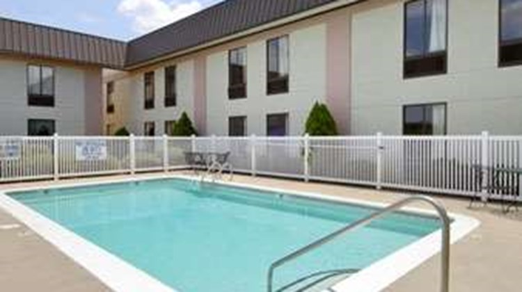 Ramada Limited Columbia Pool