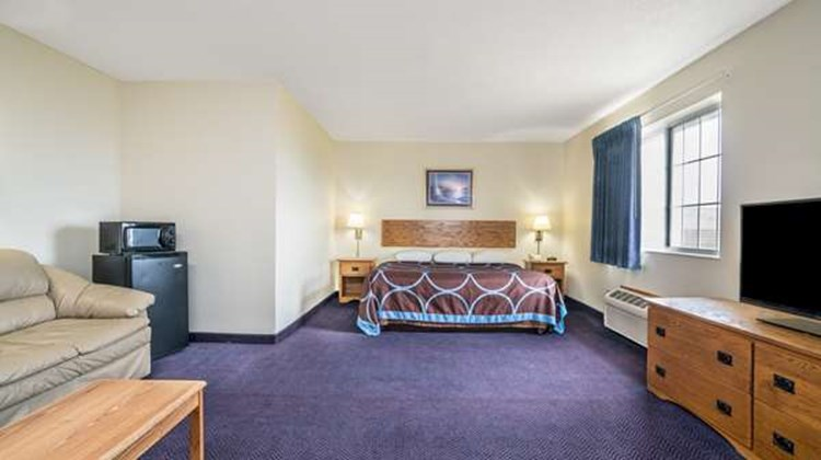 Super 8 Neillsville Room
