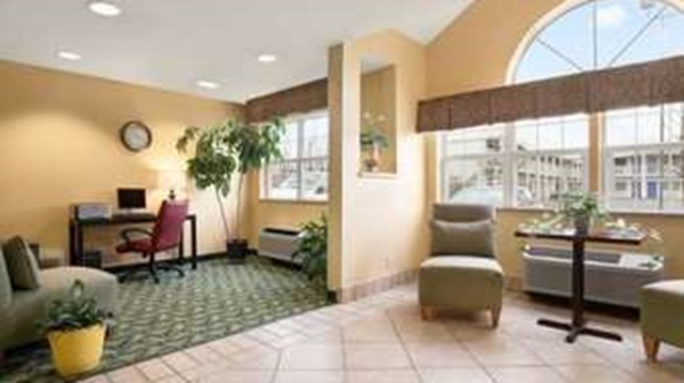 Days Inn & Suites Lafayette IN Lobby