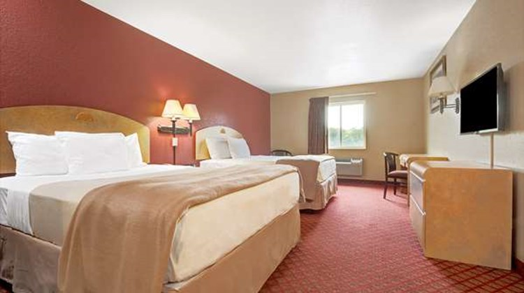 Days Inn & Suites Niagara Falls/Buffalo Room