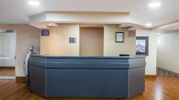 Microtel Inn/Suites by Wyndham Appleton Lobby