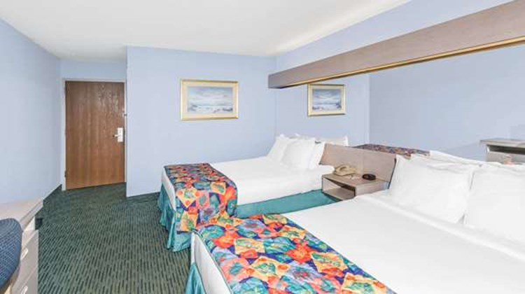 Microtel Inn & Suites Carolina Beach Room