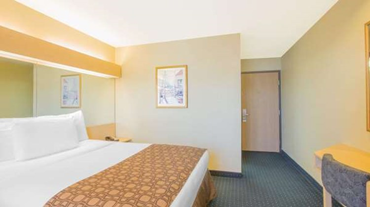 Microtel Inn & Suites Albertville Room