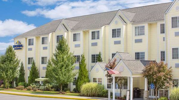 Microtel Inn/Suites by Wyndham Beckley E Exterior
