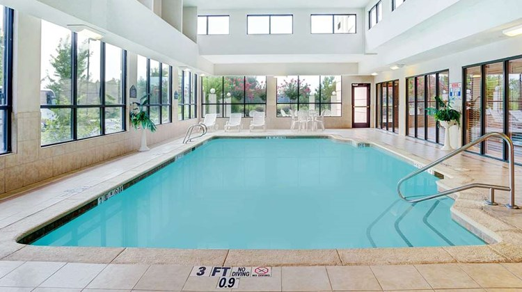 Wingate by Wyndham ATL Airport Fairburn Pool