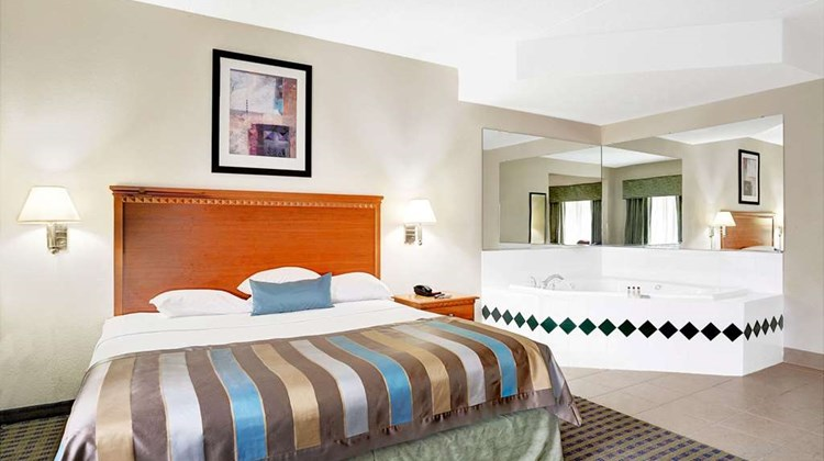 Wingate by Wyndham ATL Airport Fairburn Suite