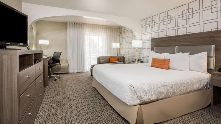 Hawthorn Suites by Wyndham Livermore Suite